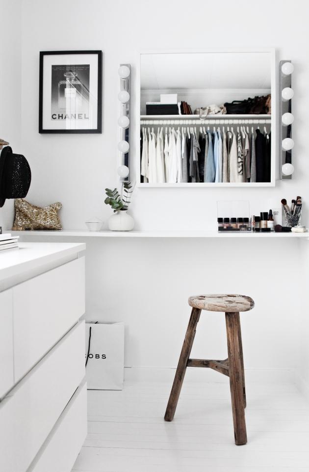 Kresne kontraster Walk-in garderobe_sminkebord